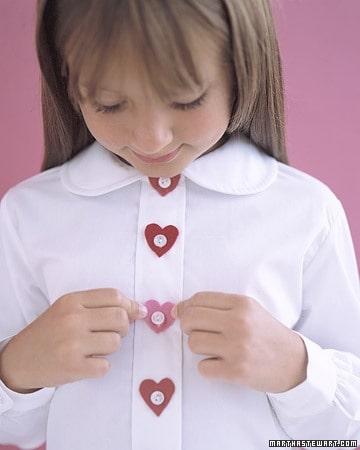 Valentine's Day DIY Decorating, Food & Gift Ideas, DagmarBleasdale.com: Valentine's Day felt heart buttons