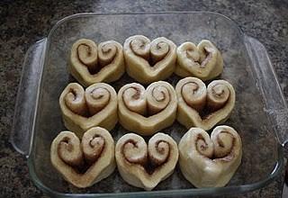 heart-shaped cinnamon roles, Valentine's Day DIY idea