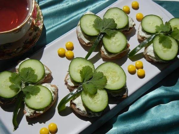 Last-minute St. Patrick's Day idea: cucumber shamrock sandwich