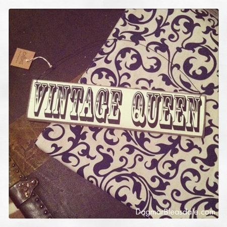 """""""Vintage Queen"""" wooden sign"""