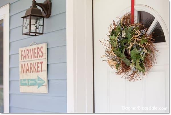 cottage decor: porch and yard, DagmarBleasdale.com
