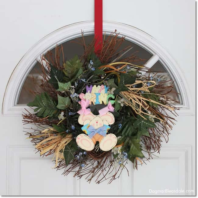 Happy Easter wreath on door. easy Easter tablescape and decor.