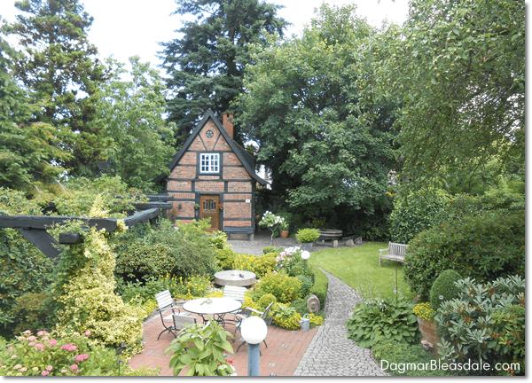 mom's cottage garden, DagmarBleasdale.com