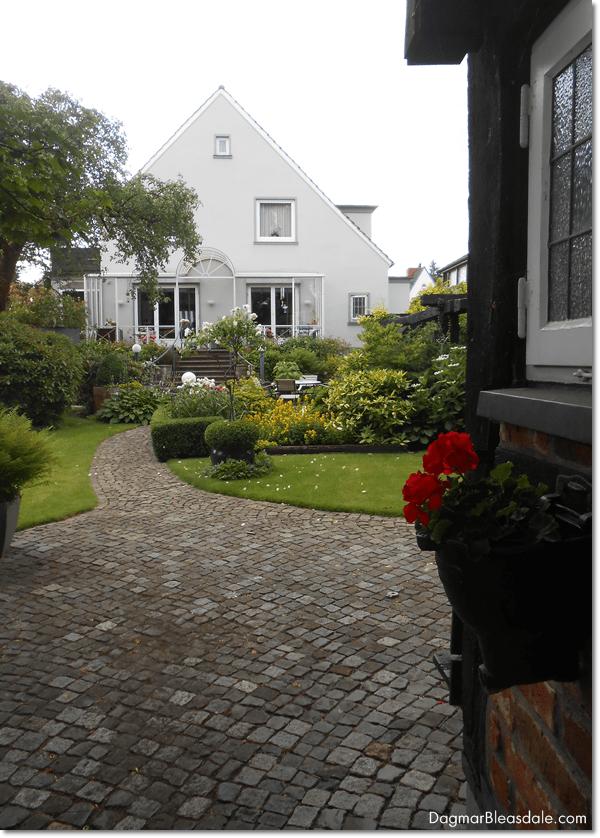 mom's cottage garden