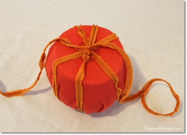No-Sew Toilet Paper Pumpkins for Easy DIY Fall Decor, DagmarBleasdale.com
