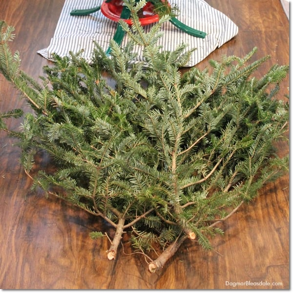 farmhouse Christmas tree decor, how to make Christma tree fuller and taller