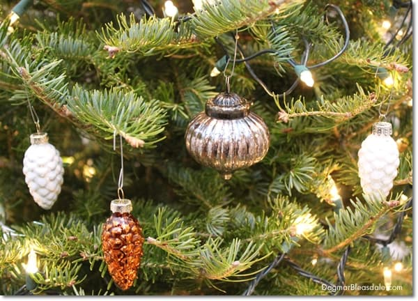 farmhouse Christmas tree decor