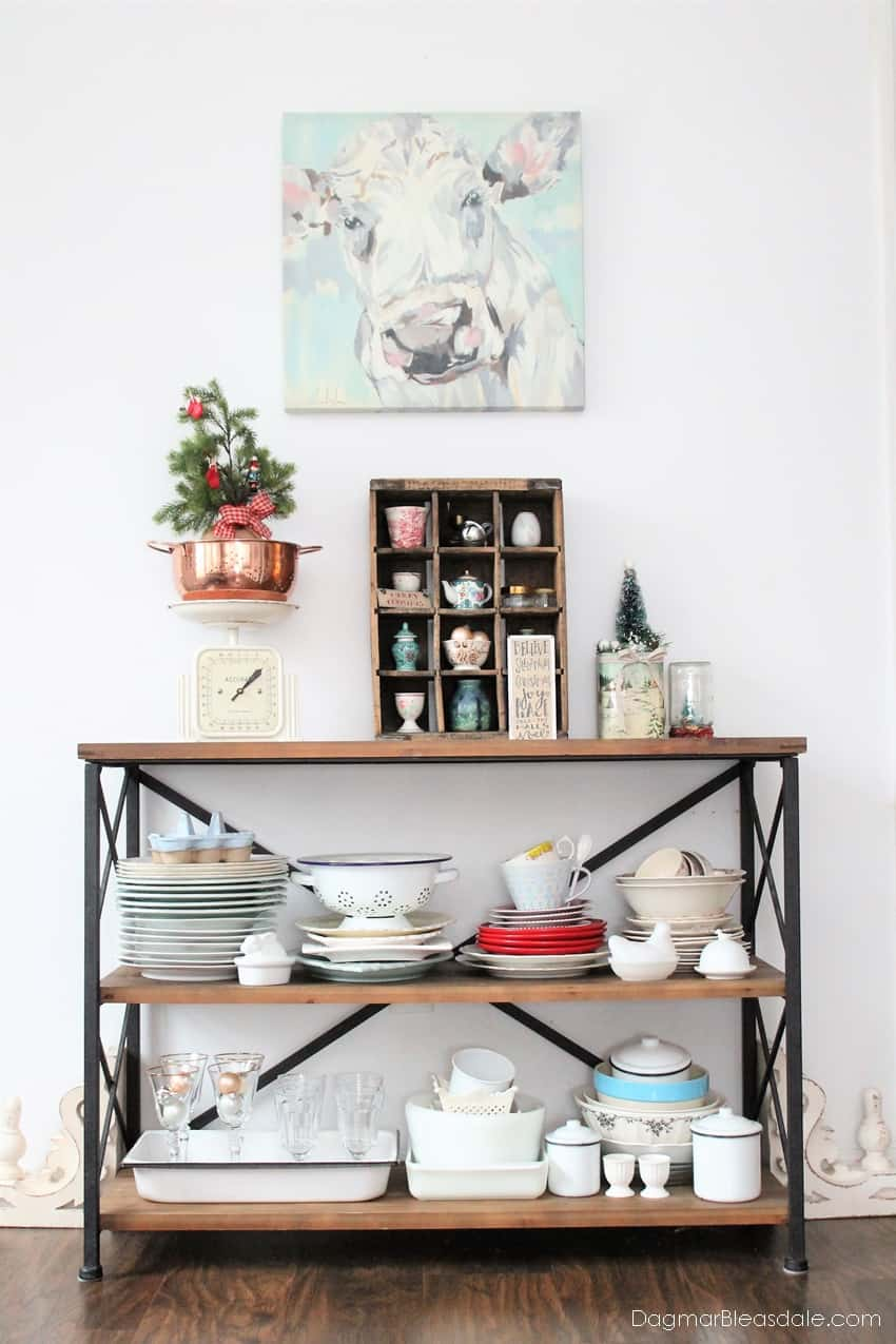 wooden crate decorating ideas, vintage wooden crate used to display small items